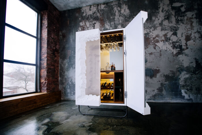 BREAK FREE Bar cabinet
